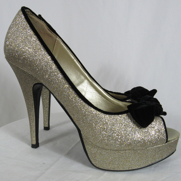 bb6539e5ef9 Bongo sz 9 Gold Glitter Platform Heels Black Bow